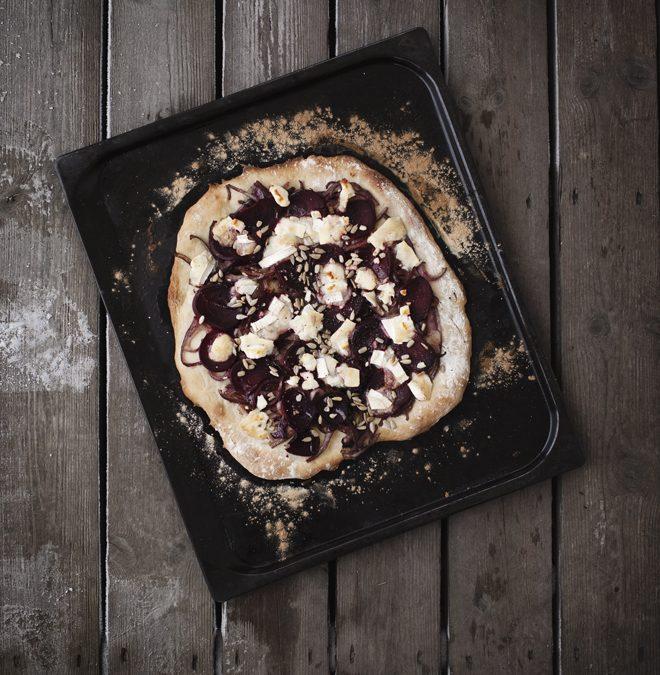 Pizza med rödbeta och karamelliserad lök